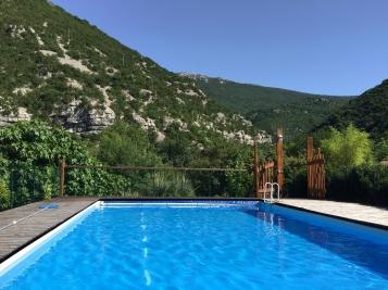 gite-les-asphodeles-jardin-piscine