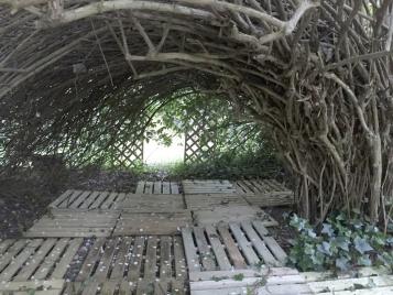 Dans le parc, une autre cabane.